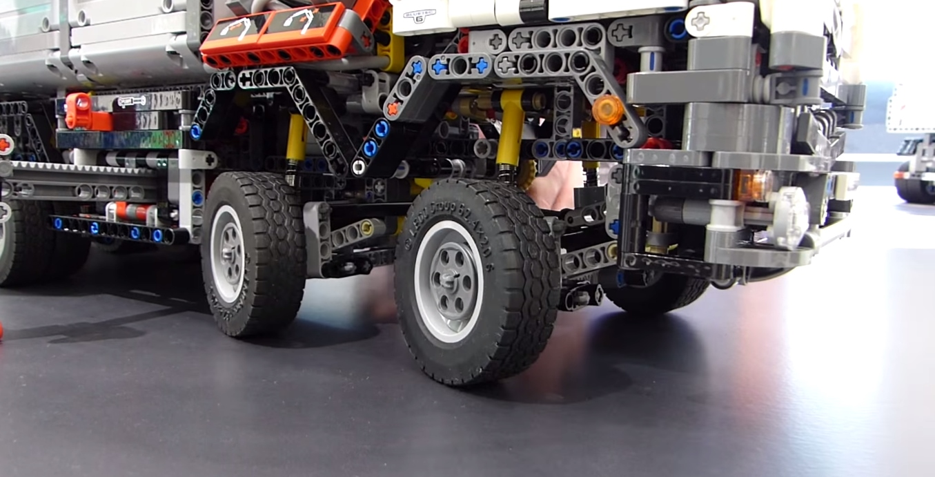lego_technic_42043_front_wheels2