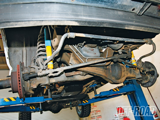 0904or_03_z+1996_ford_bronco+coil_sprung_twin_traction_beam